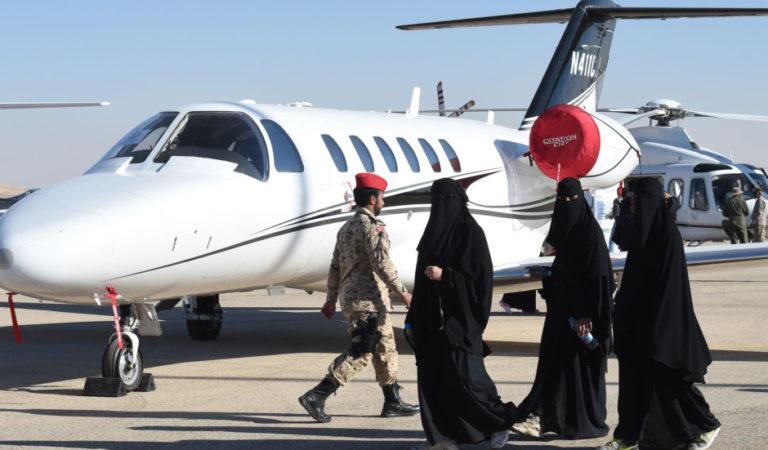 """تطبيق """"أبشر"""" السعودي الحكومي يسمح بمنع الزوجات من السفر"""